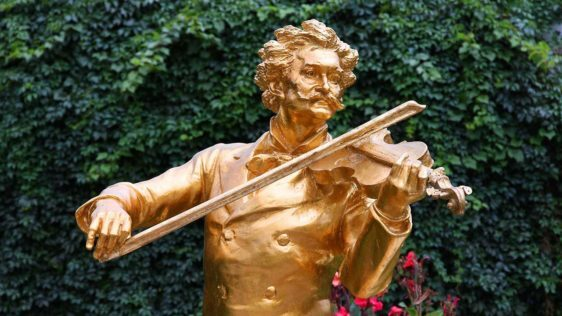 8 of the World's Most Famous Violinists